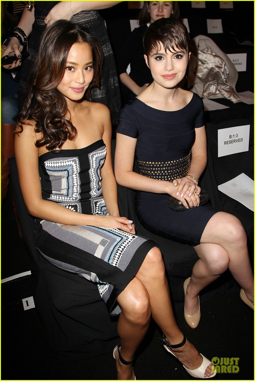 zoey deutch jamie chung herve leger by max azria fashion show 02