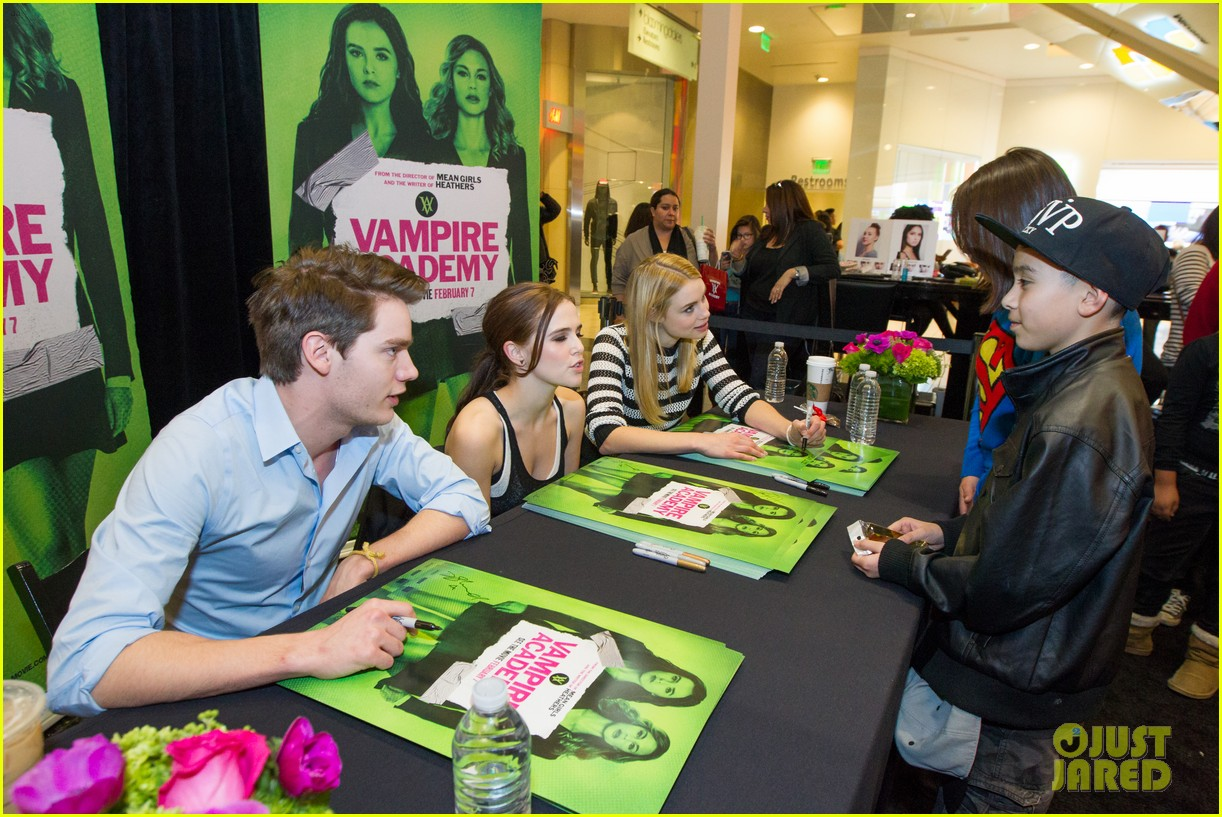 zoey deutch dominic sherwood vampire academy san francisco meet greet 05