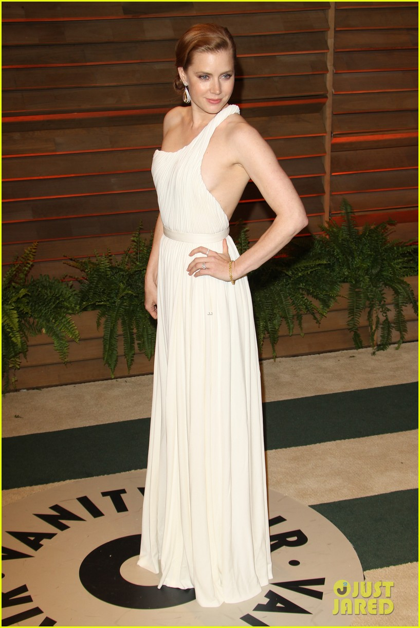 amy adams is white hot in new dress at oscars party 2014 013064650