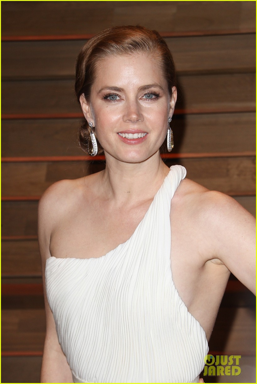amy adams is white hot in new dress at oscars party 2014 023064651
