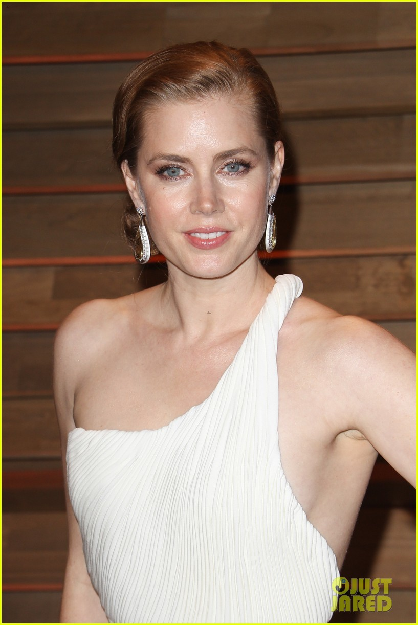 amy adams is white hot in new dress at oscars party 2014 083064657