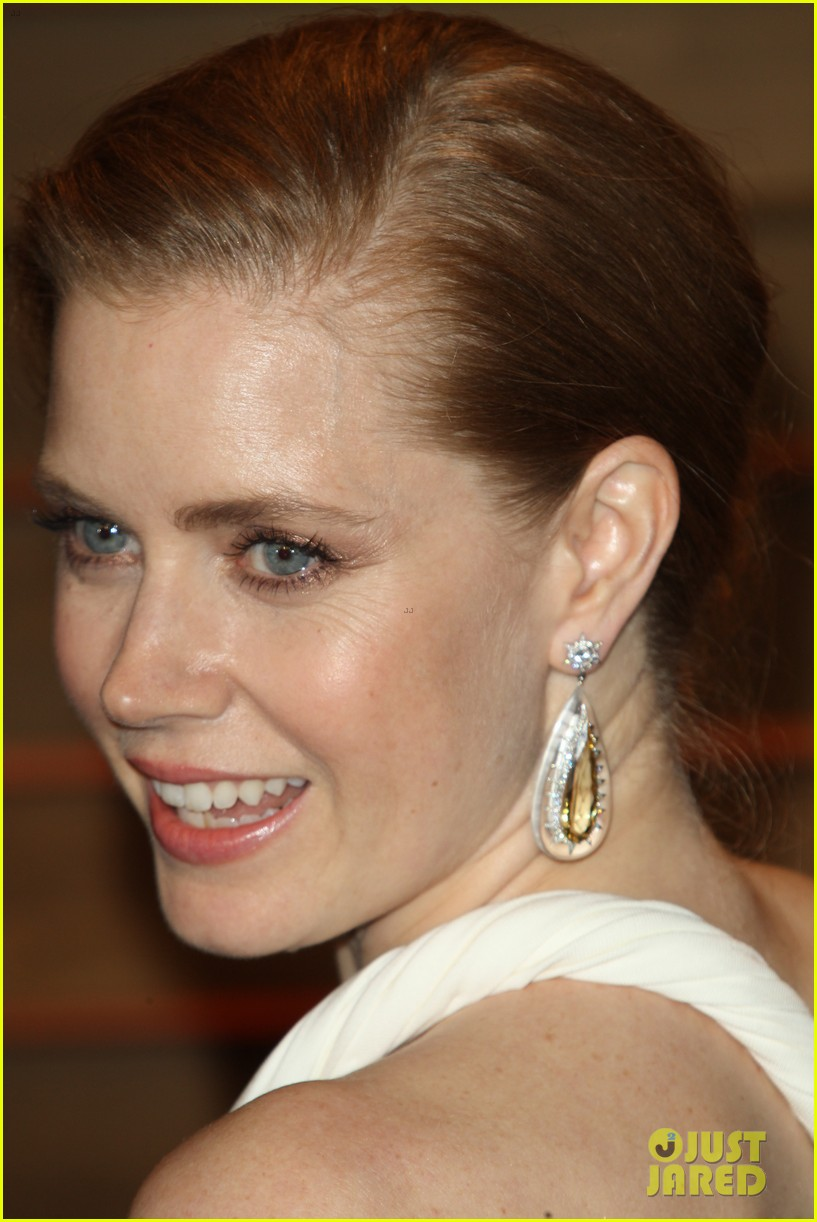 amy adams is white hot in new dress at oscars party 2014 093064658