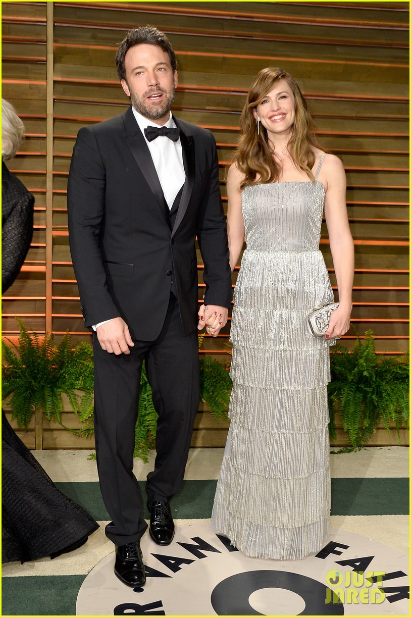 ben affleck skips oscars 2014 attends vanity fair party with jennifer garner 013064627