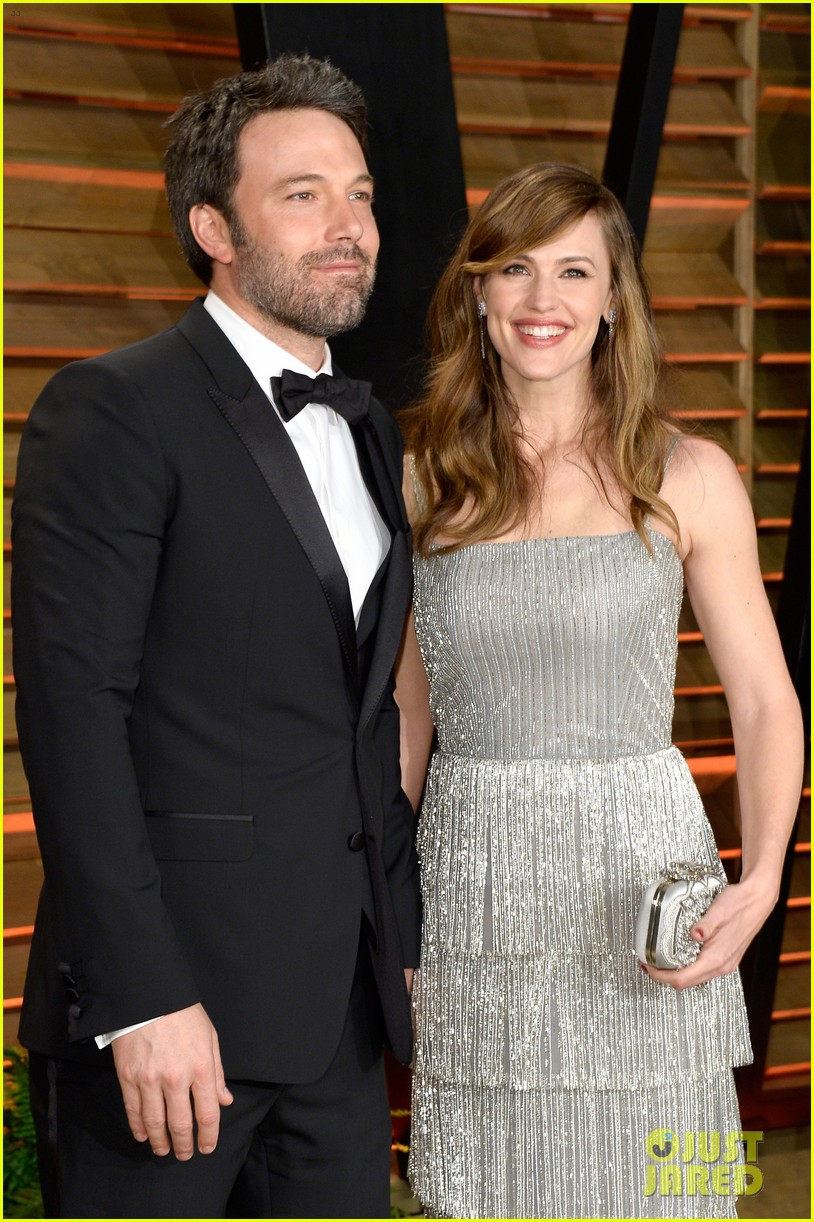 ben affleck skips oscars 2014 attends vanity fair party with jennifer garner 023064623