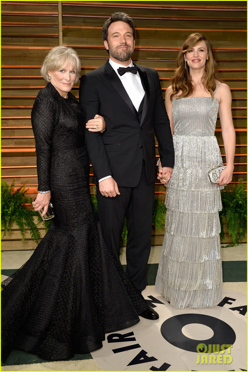ben affleck skips oscars 2014 attends vanity fair party with jennifer garner 033064624