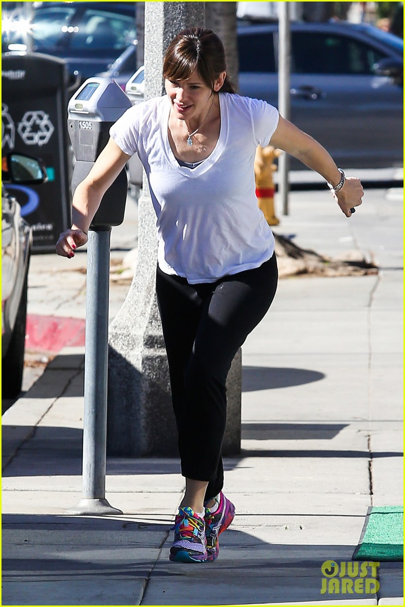 ben affleck picks up makeup free jennifer garner at the spa 083068740
