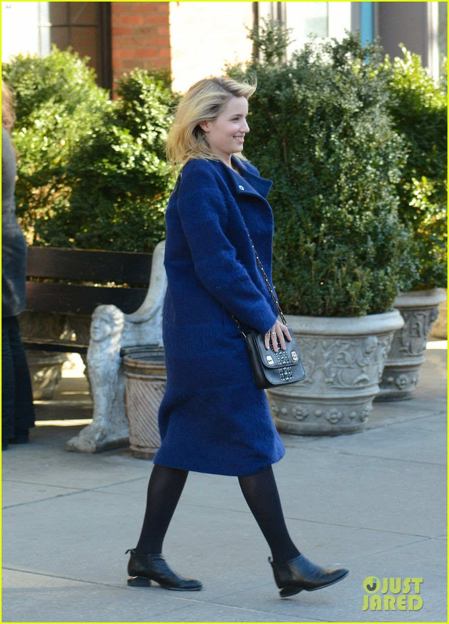 dianna agron roams new york city while glee films 043071462