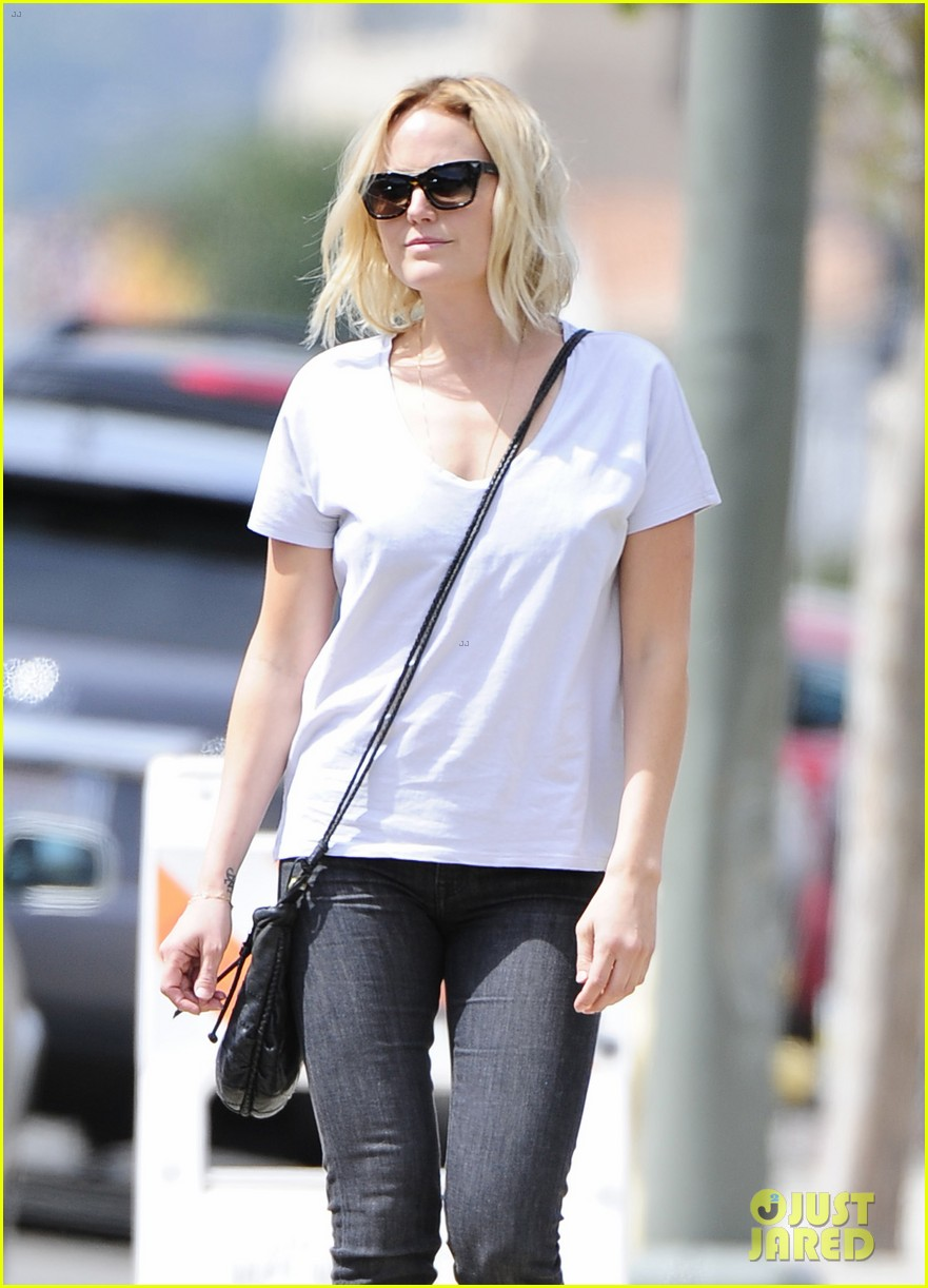 malin akerman is casual lady for lawyers office visit 03