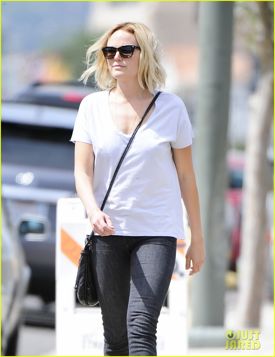 malin akerman is casual lady for lawyers office visit 07
