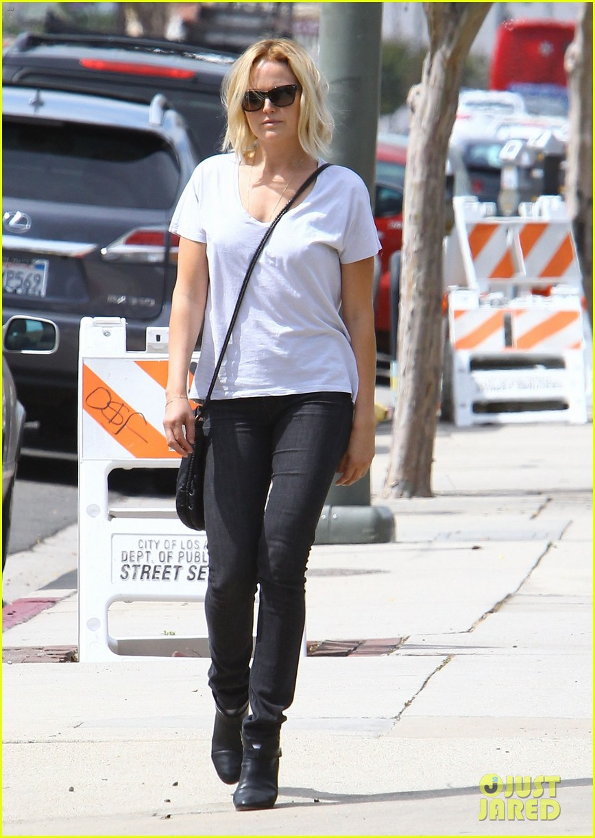 malin akerman is casual lady for lawyers office visit 093076009