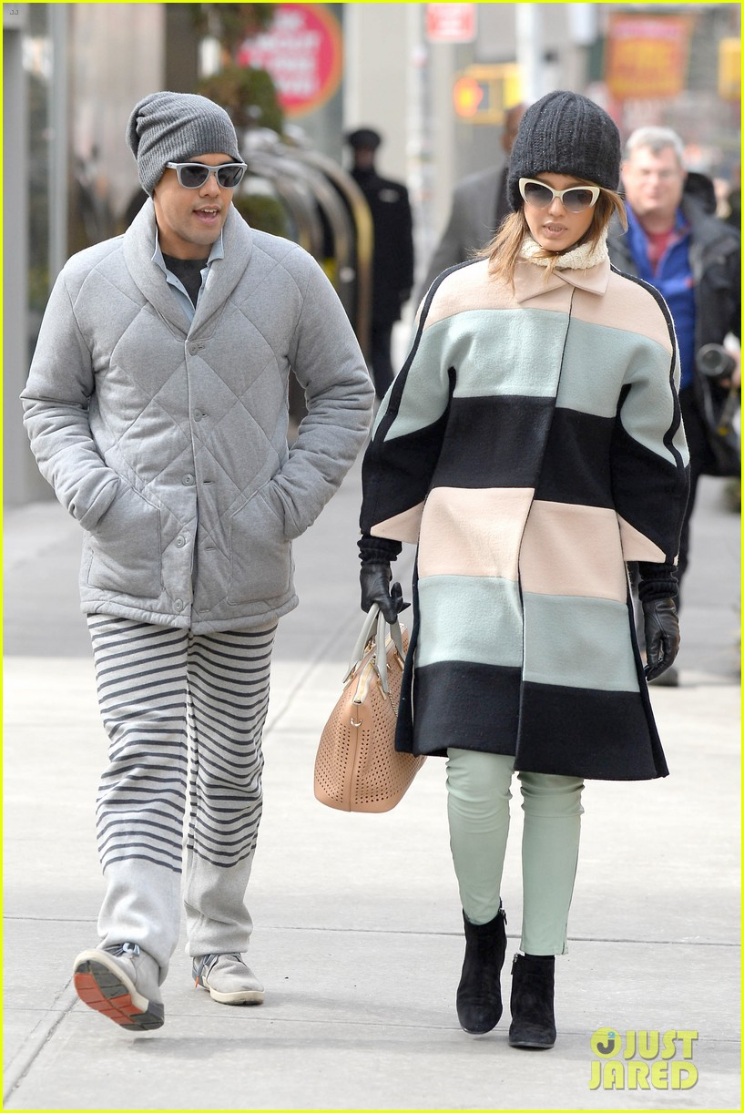 jessica alba steps out in new york city with brother joshua 063066395