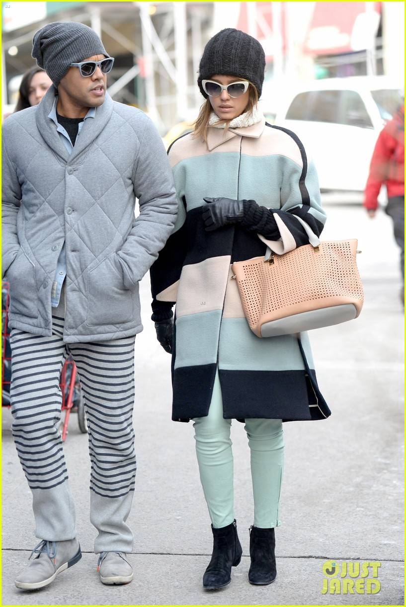 jessica alba steps out in new york city with brother joshua 073066396