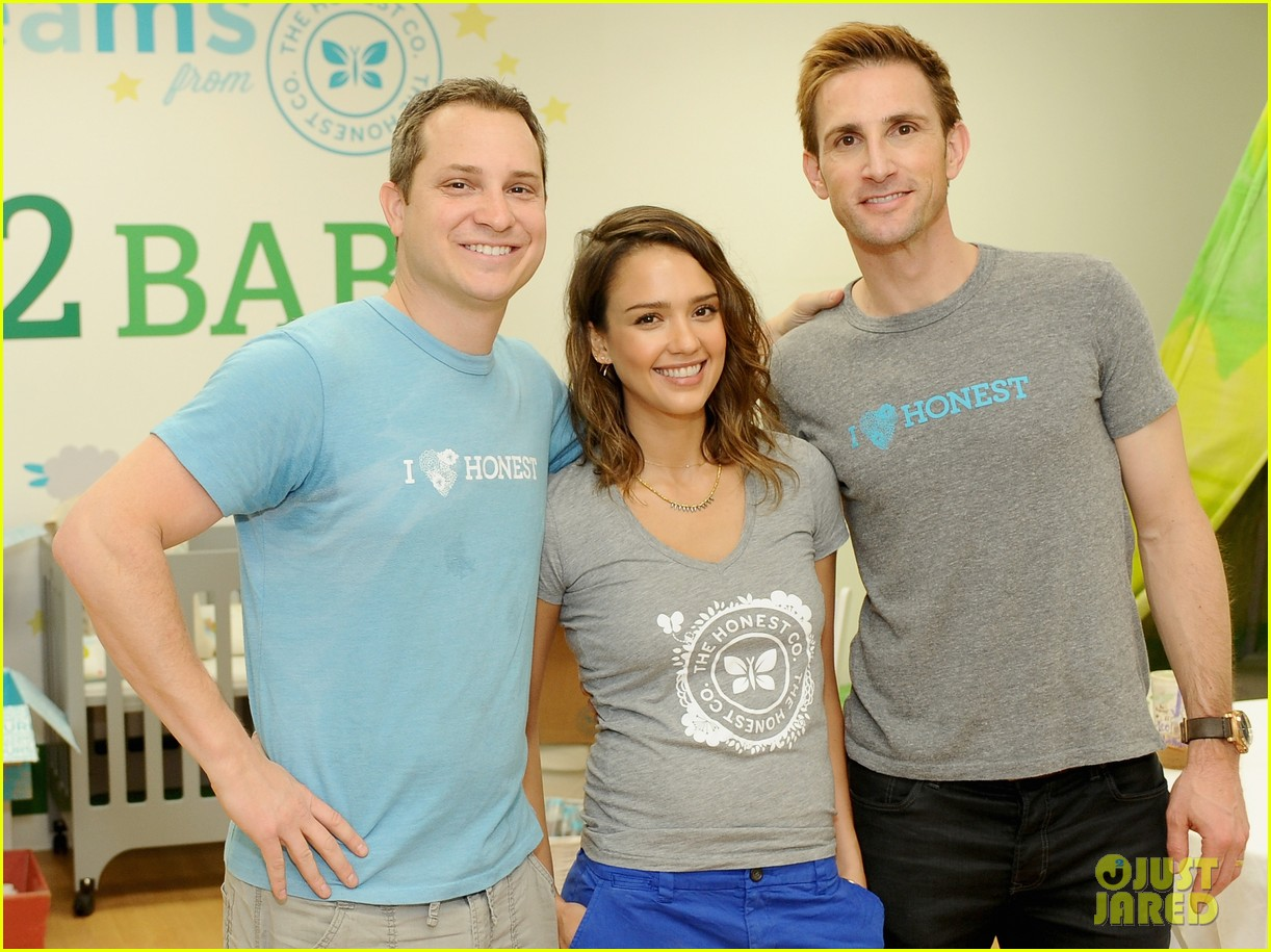 jessica alba is honestly beautiful at the honest charity event 063073171