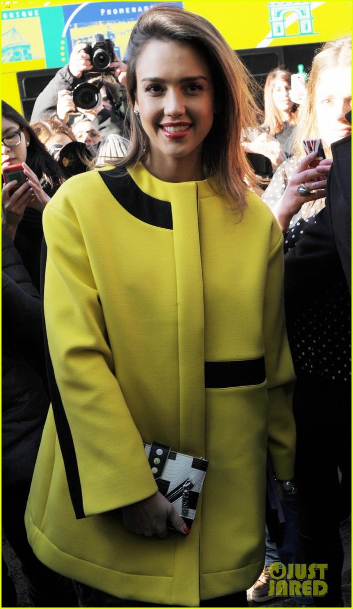 jessica alba wraps up paris fashion week flies to new york 023065668
