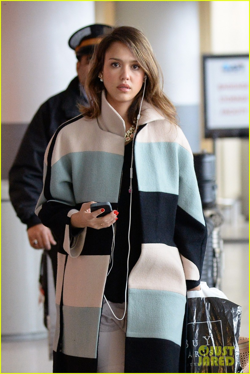 Jessica Alba Wraps Up Paris Fashion Week & Flies to New ...
