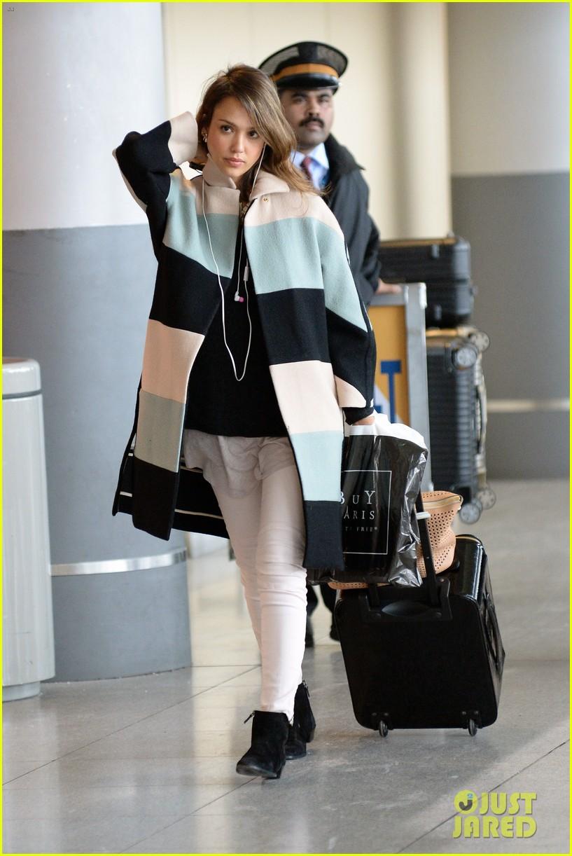 jessica alba wraps up paris fashion week flies to new york 163065682