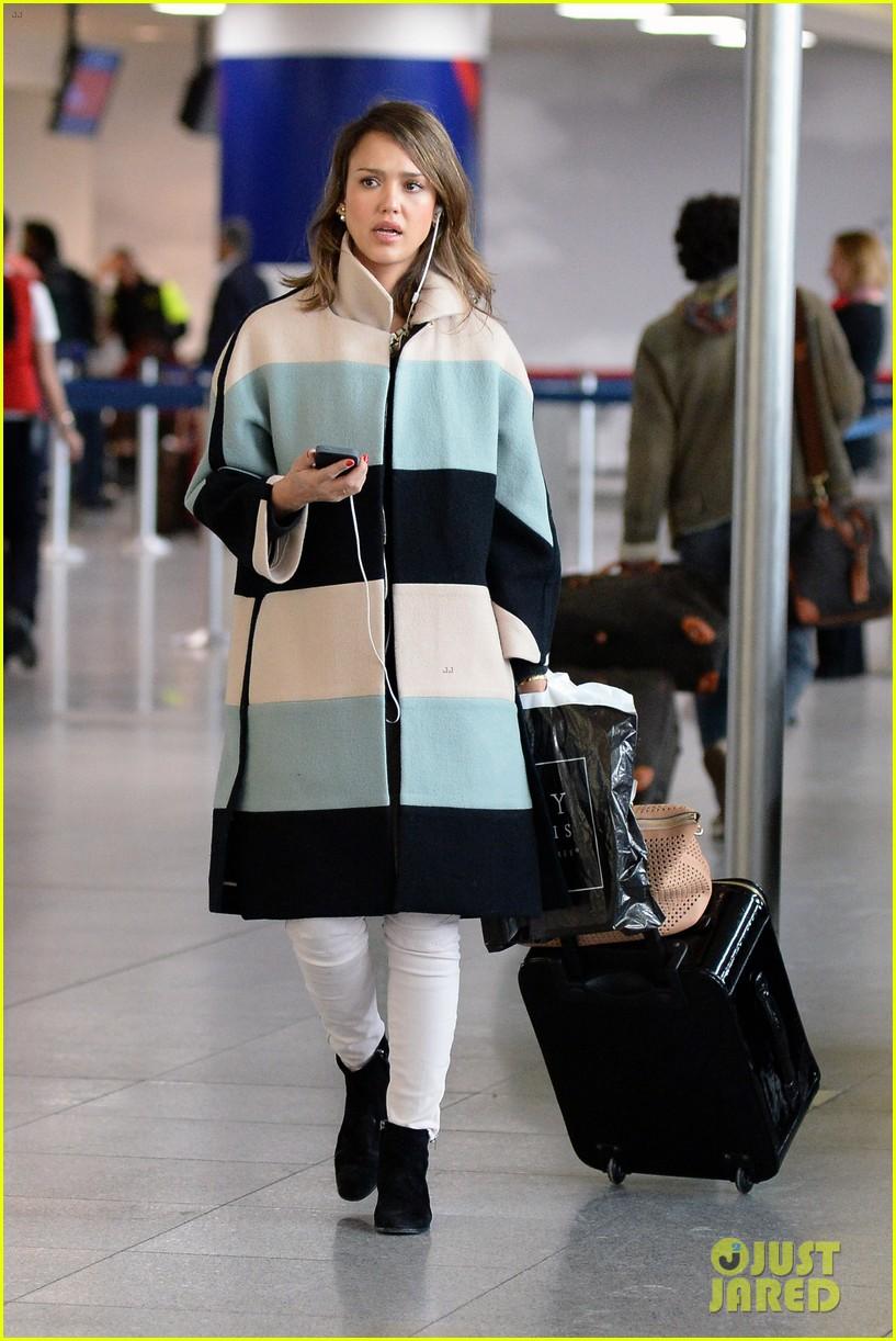 jessica alba wraps up paris fashion week flies to new york 173065683