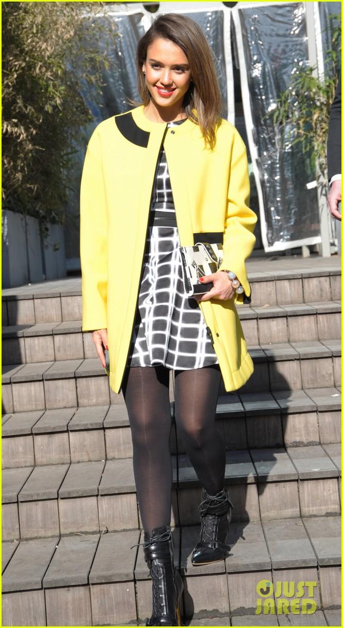 jessica alba wraps up paris fashion week flies to new york 213065687