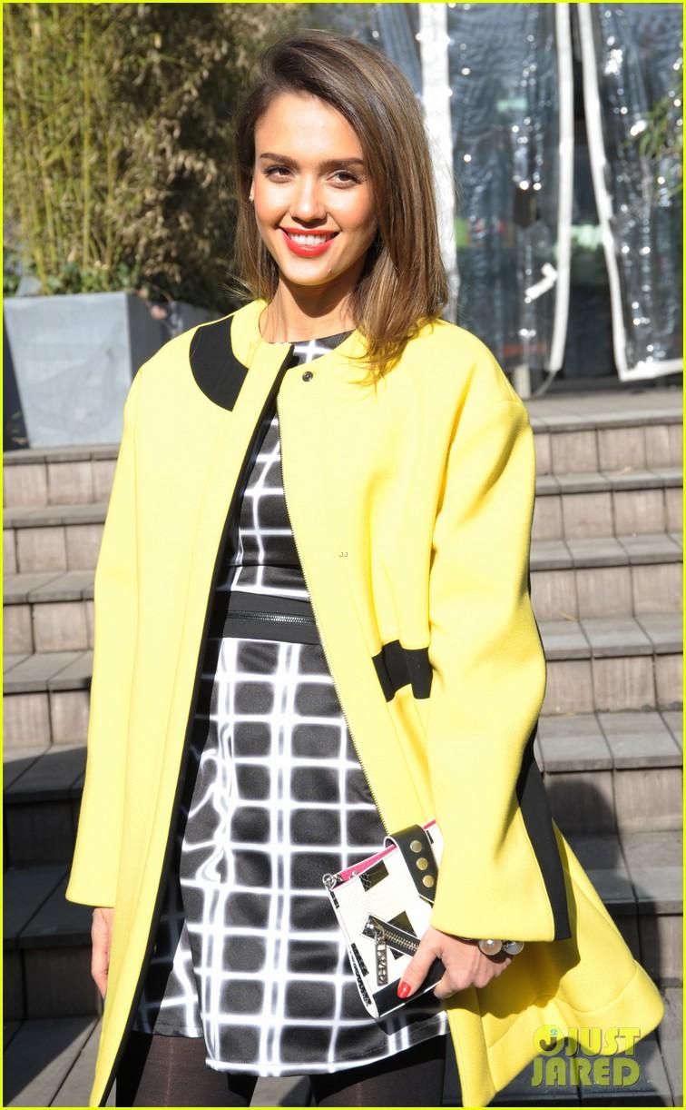 jessica alba wraps up paris fashion week flies to new york 243065690