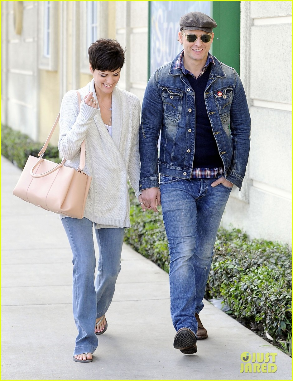 peter facinelli jaimie alexander hold hands look all lovey dovey together 08