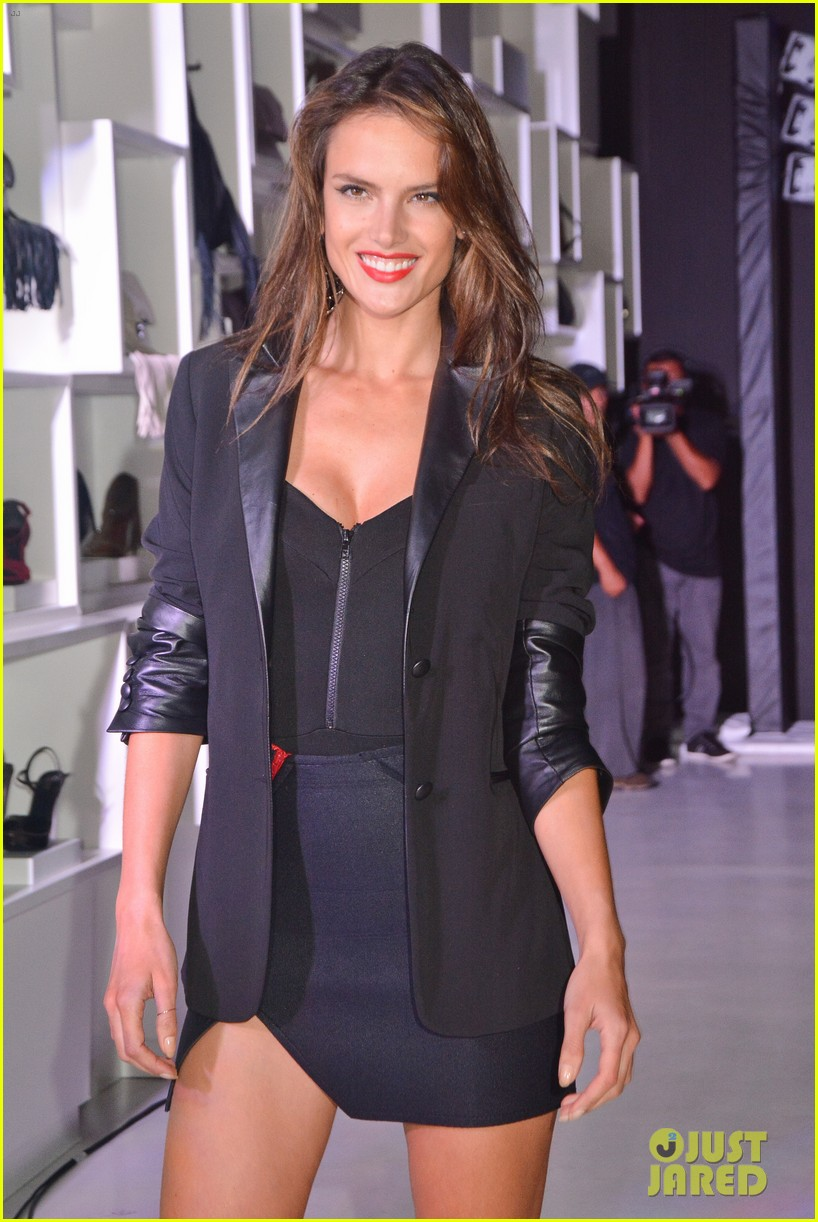 alessandra ambrosio schultz winter collection 2014 113074654