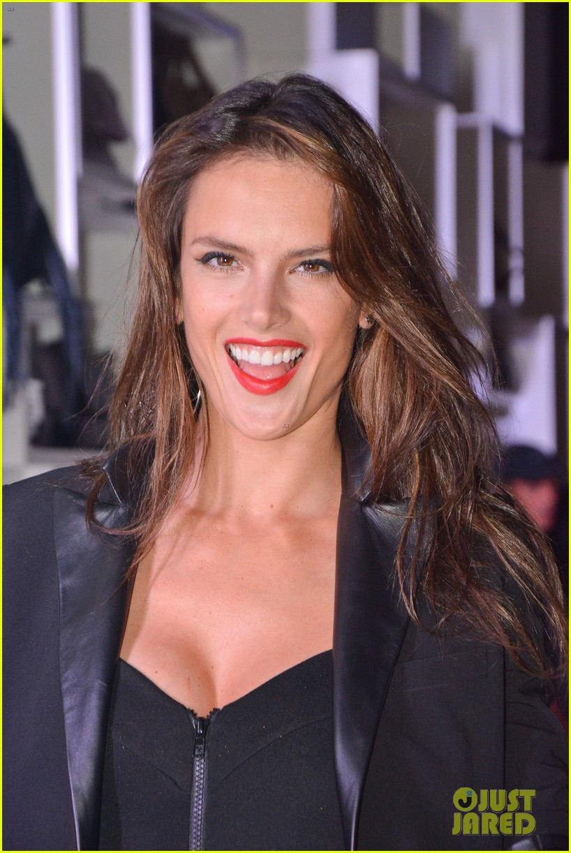 alessandra ambrosio schultz winter collection 2014 133074656