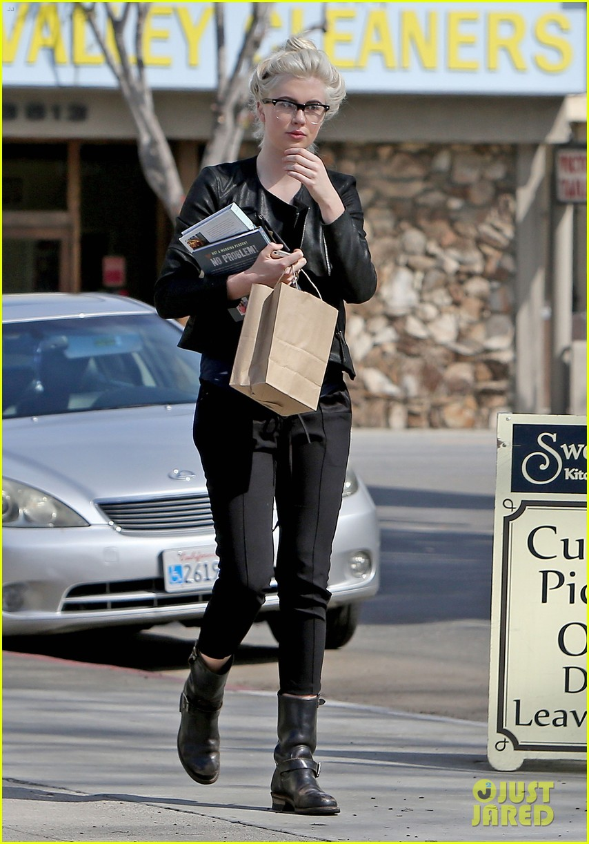 ireland baldwin dyes her hair purple 023066857