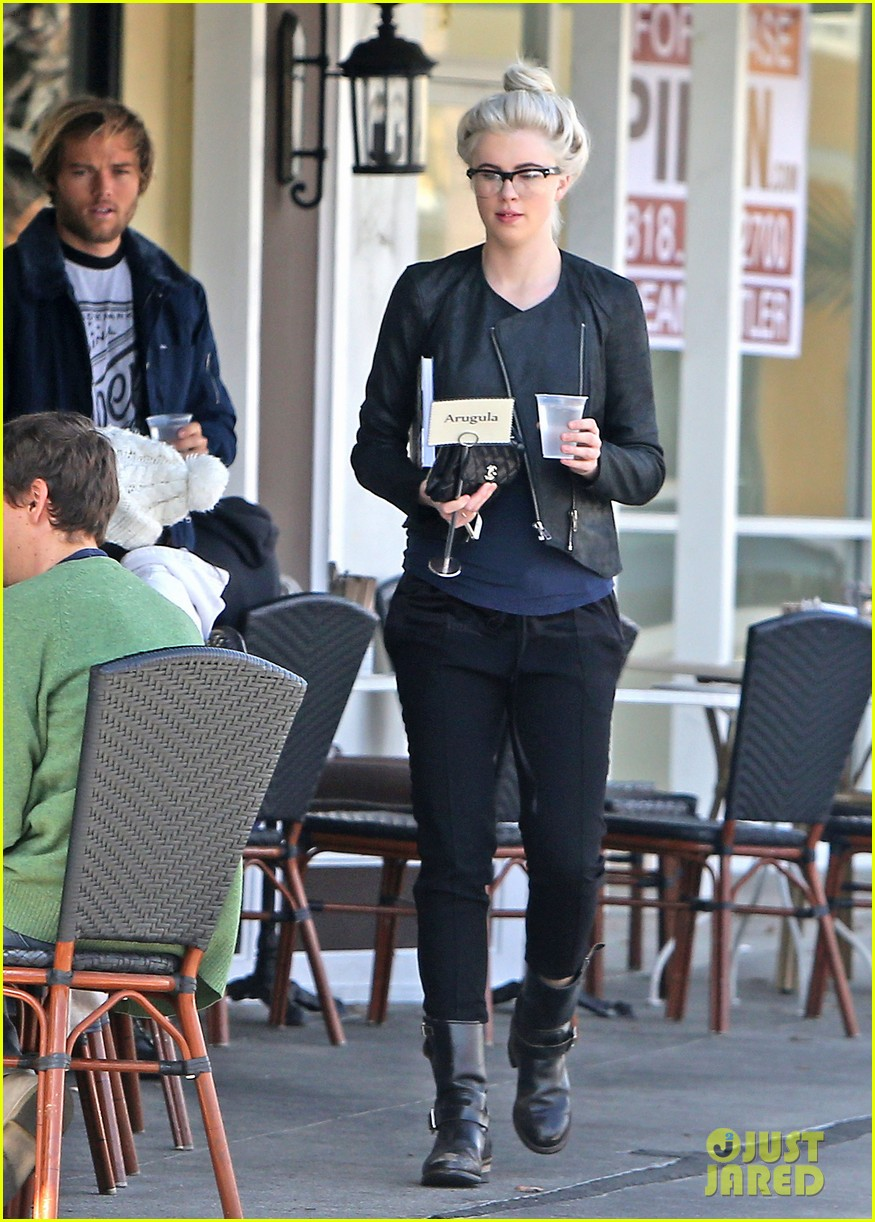 ireland baldwin dyes her hair purple 103066865