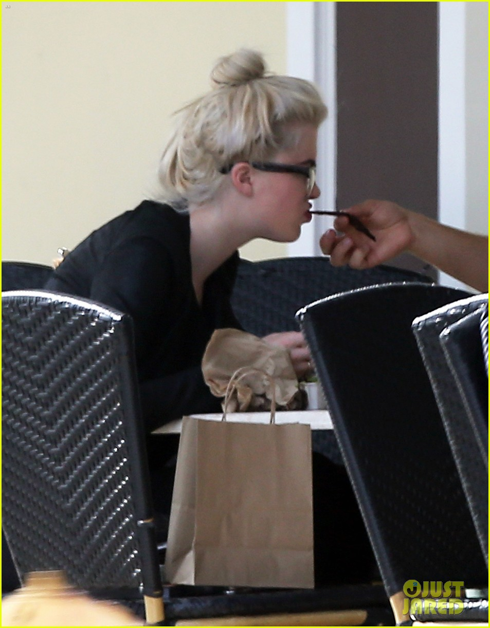 ireland baldwin dyes her hair purple 133066868