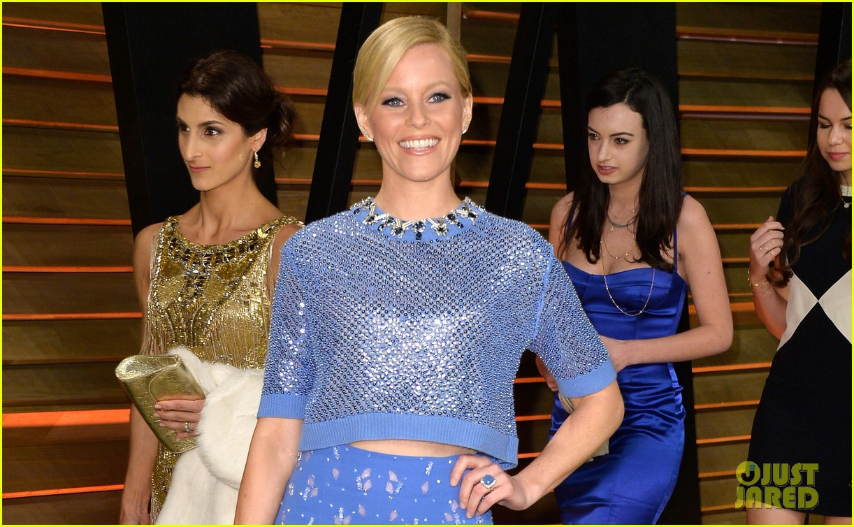 elizabeth banks shows off some skin in crop top at vanity fair oscars party 2014 043064407