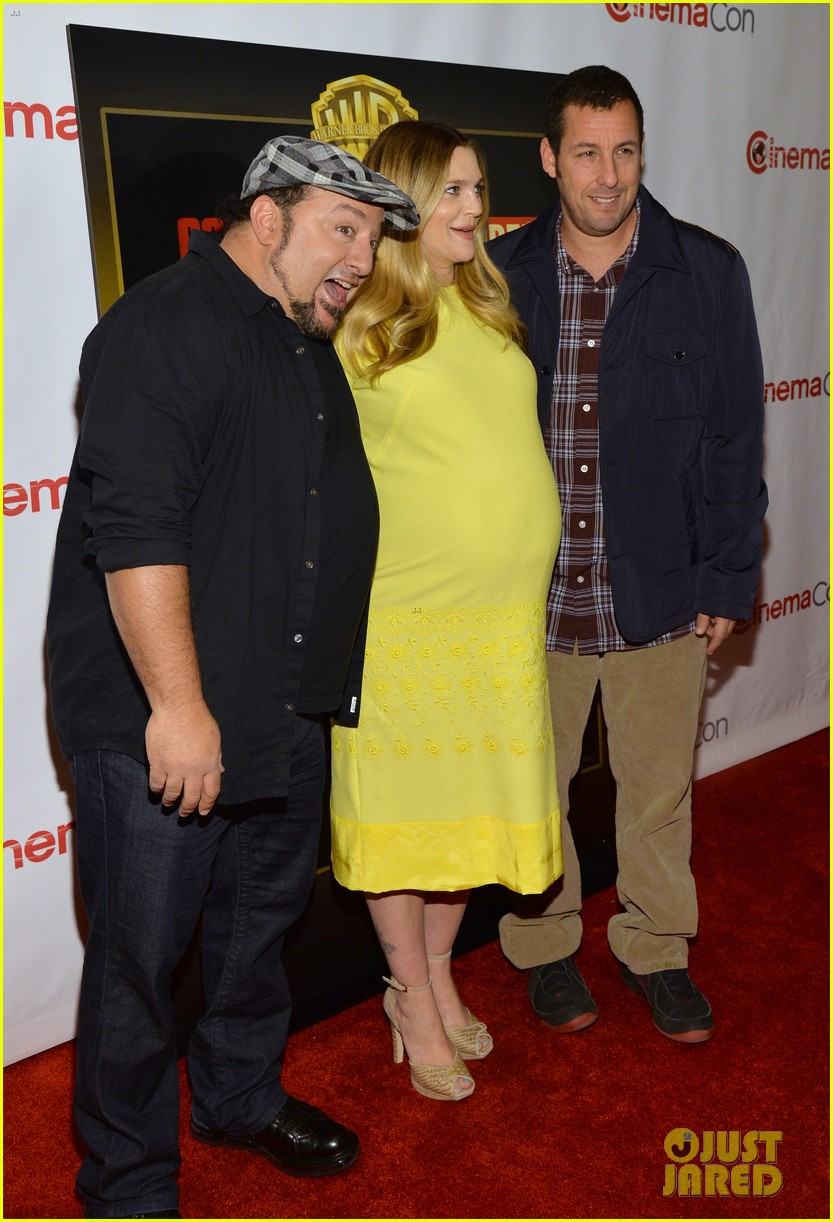 drew barrymore flaunts massive baby bump cinemacon 053079924