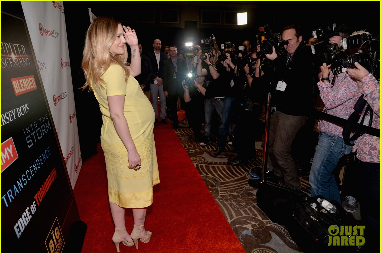 drew barrymore flaunts massive baby bump cinemacon 113079930