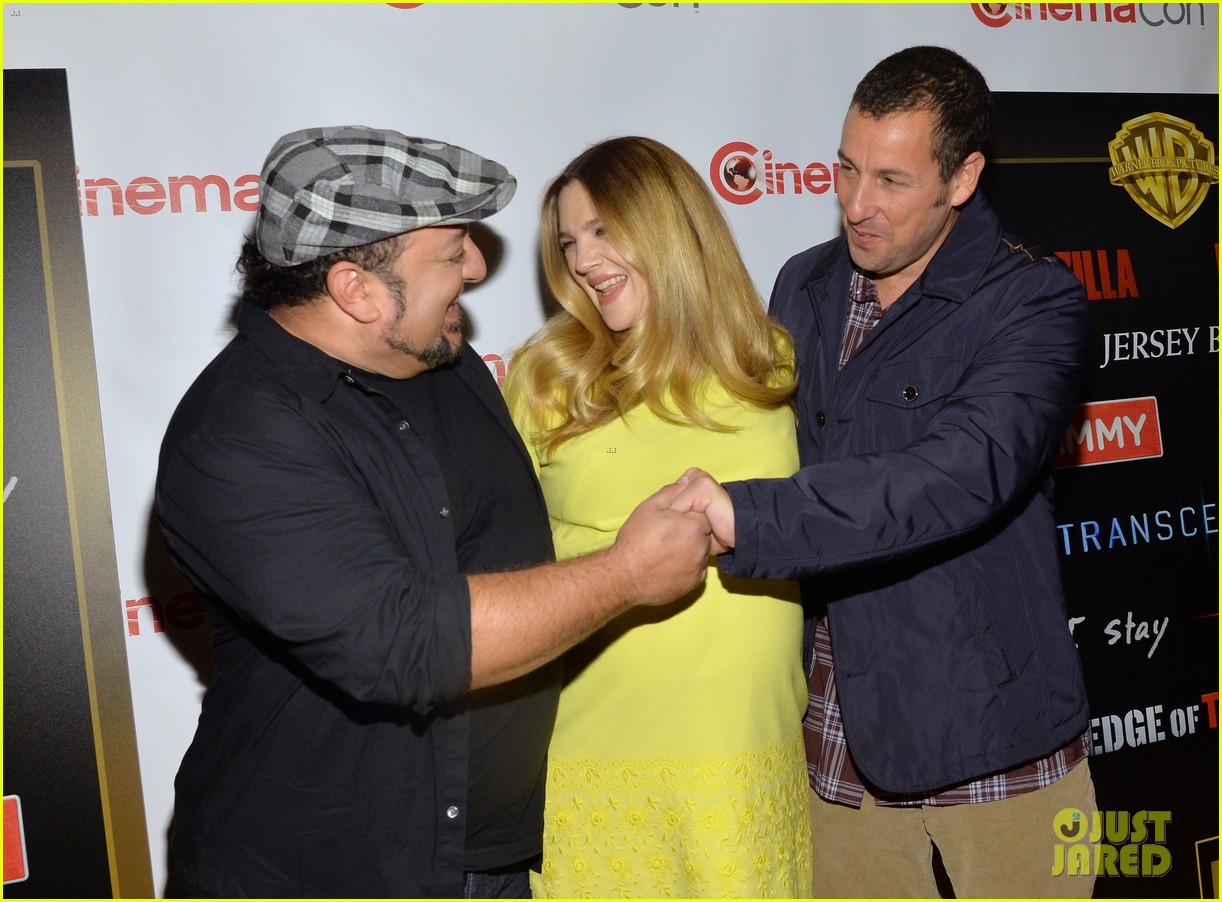 drew barrymore flaunts massive baby bump cinemacon 16