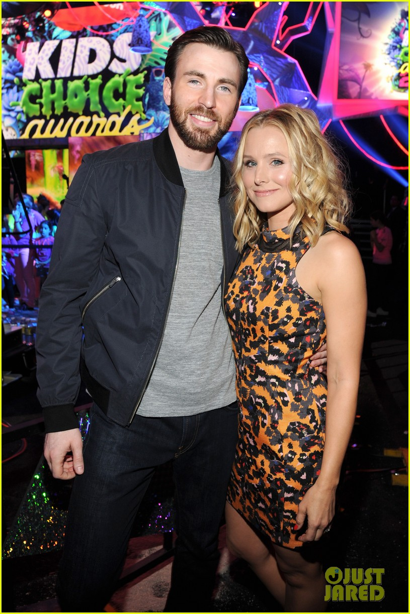 chris evans kristen bell present at kids choice awards 2014 023081350