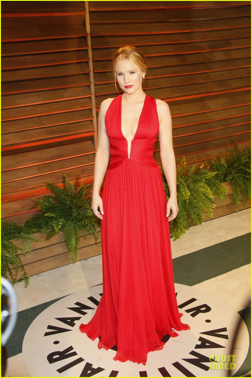 kristen bell idina menzel brings frozen joy to vanity fair oscars party 2014 03