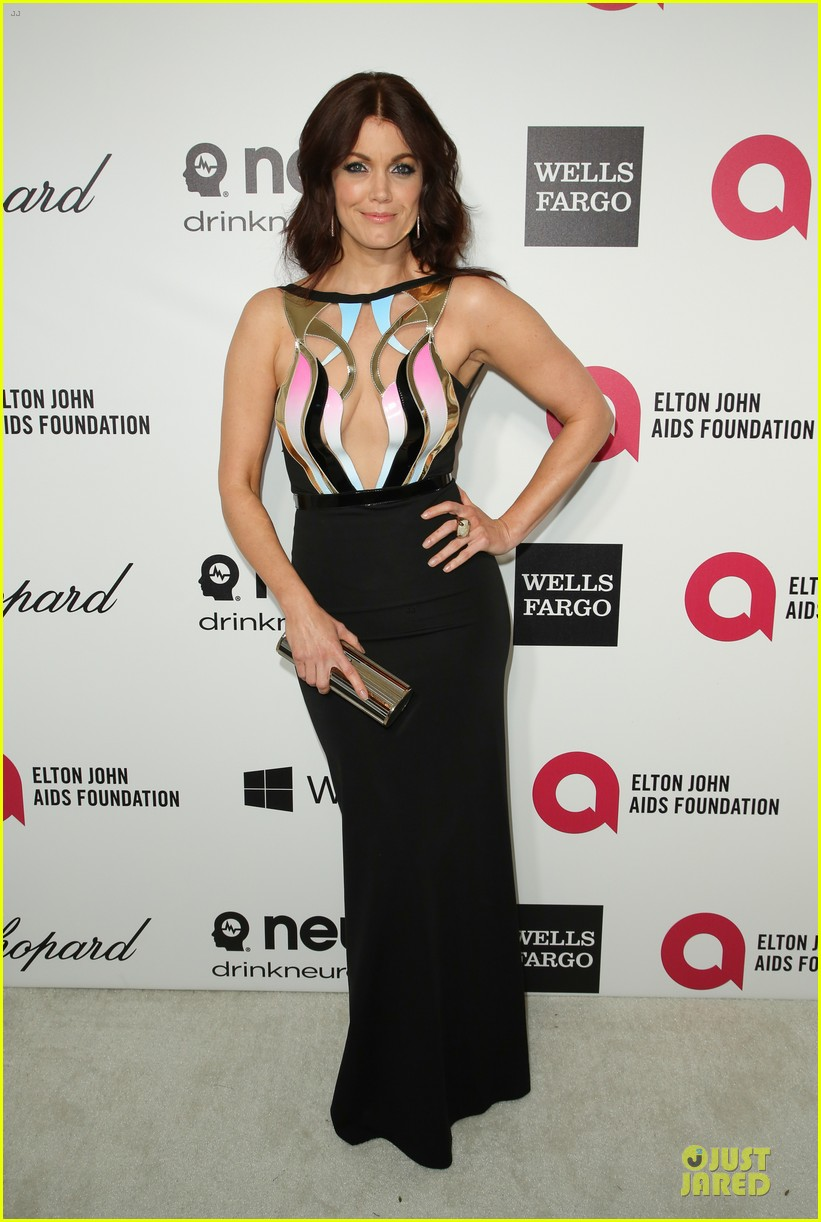bellamy young tony goldwyn are scandalous at elton john oscars party 2014 013065098