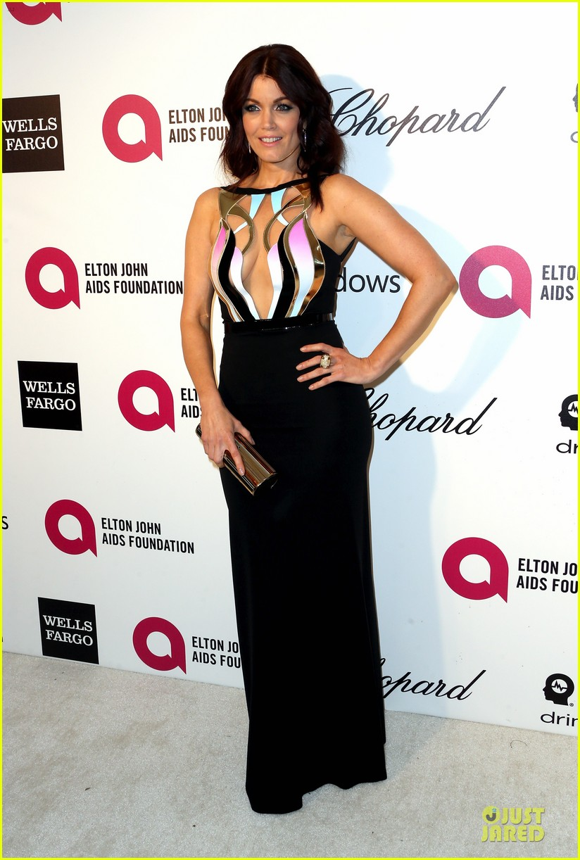 bellamy young tony goldwyn are scandalous at elton john oscars party 2014 023065099