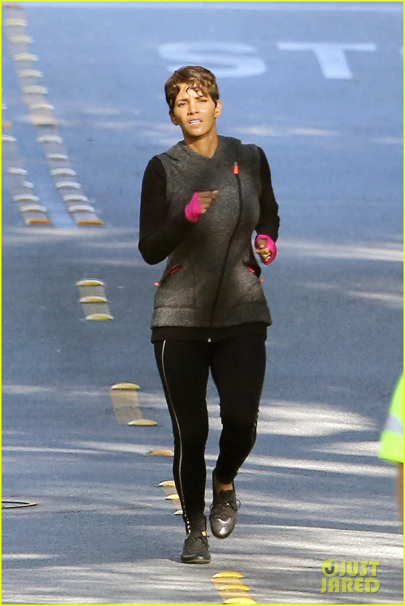 halle berry working out motivation 043075738