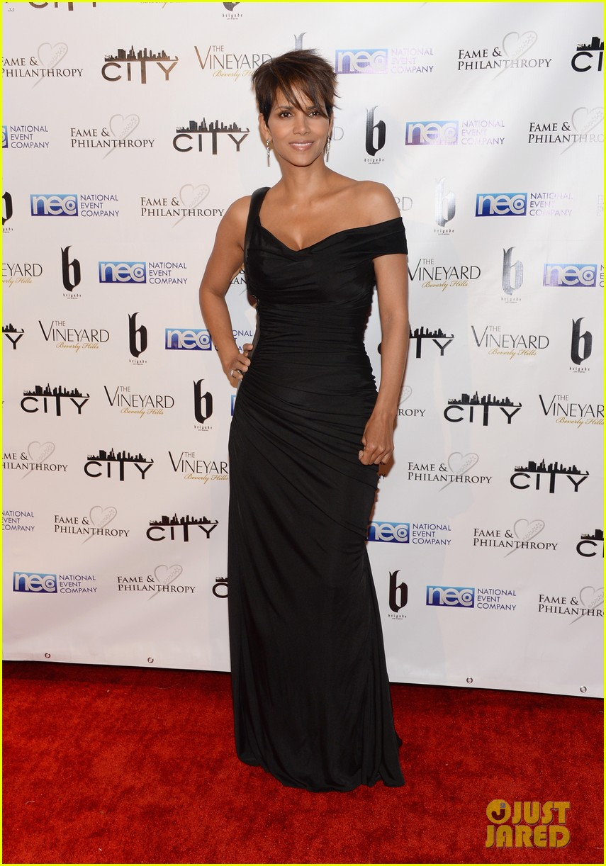 halle berry celebrates the oscars with fame philanthropy 01