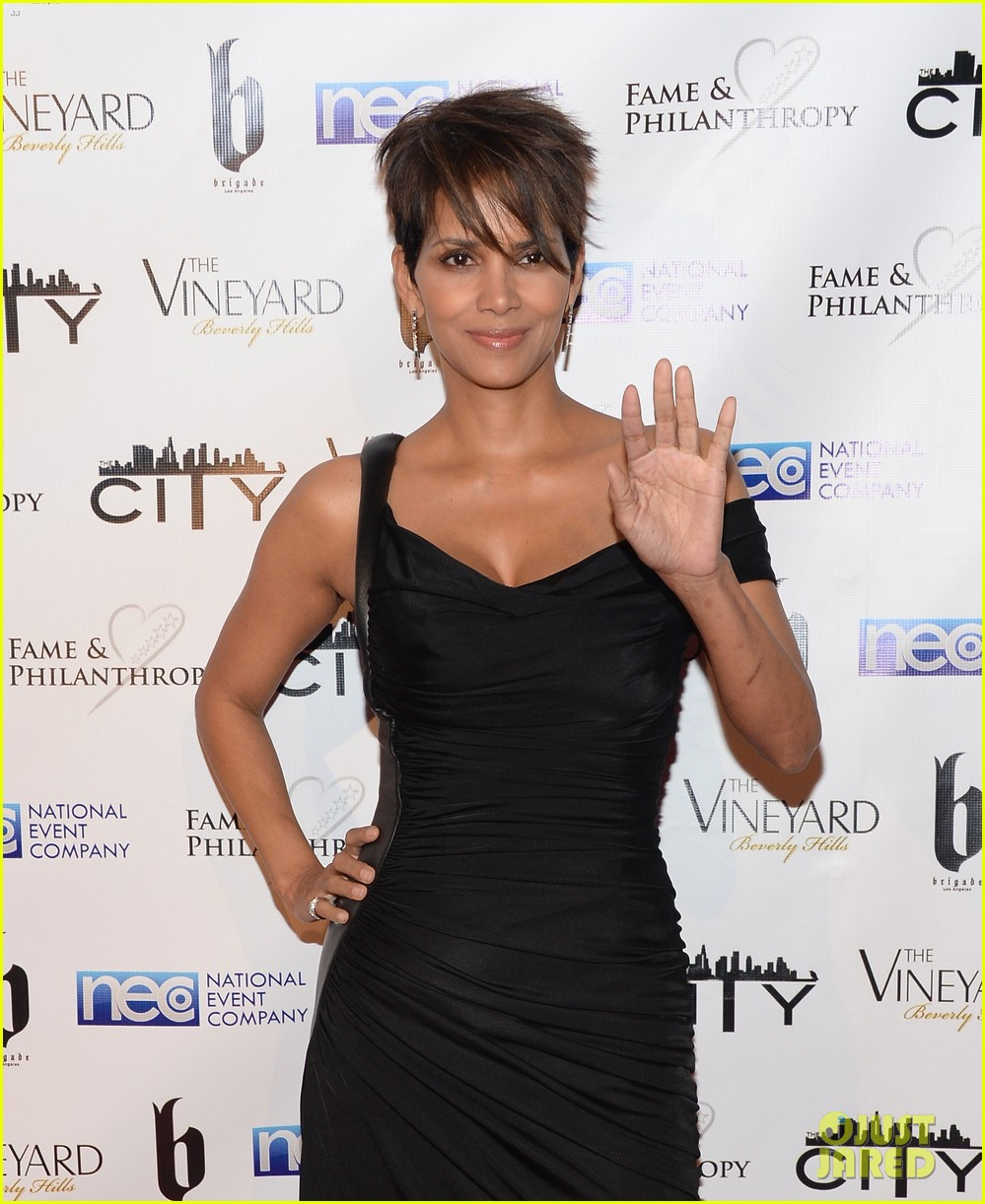 halle berry celebrates the oscars with fame philanthropy 023064495