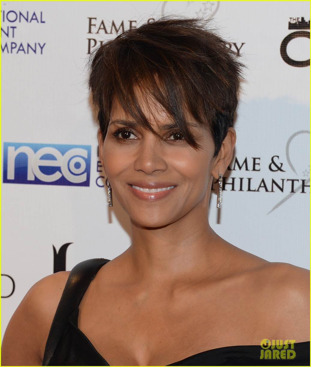 halle berry celebrates the oscars with fame philanthropy 033064496