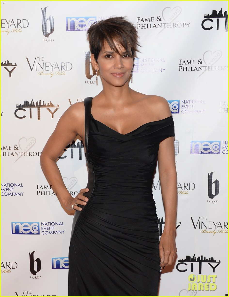 halle berry celebrates the oscars with fame philanthropy 043064497