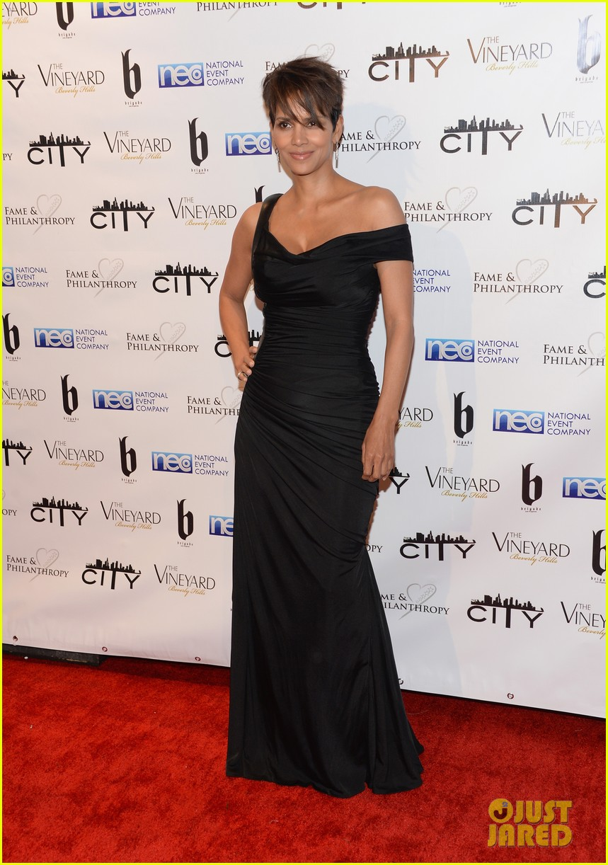 halle berry celebrates the oscars with fame philanthropy 053064498