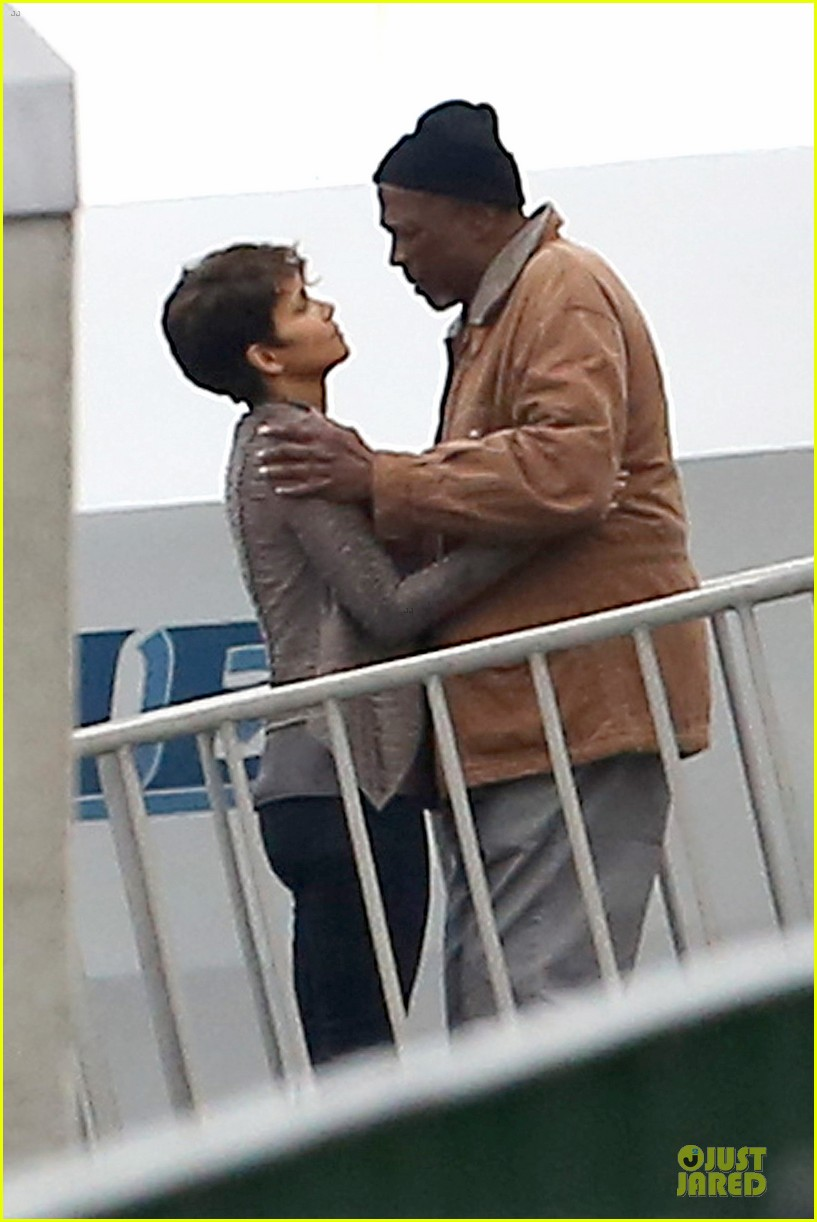 halle berry goran visnjic pda for extant 043078526