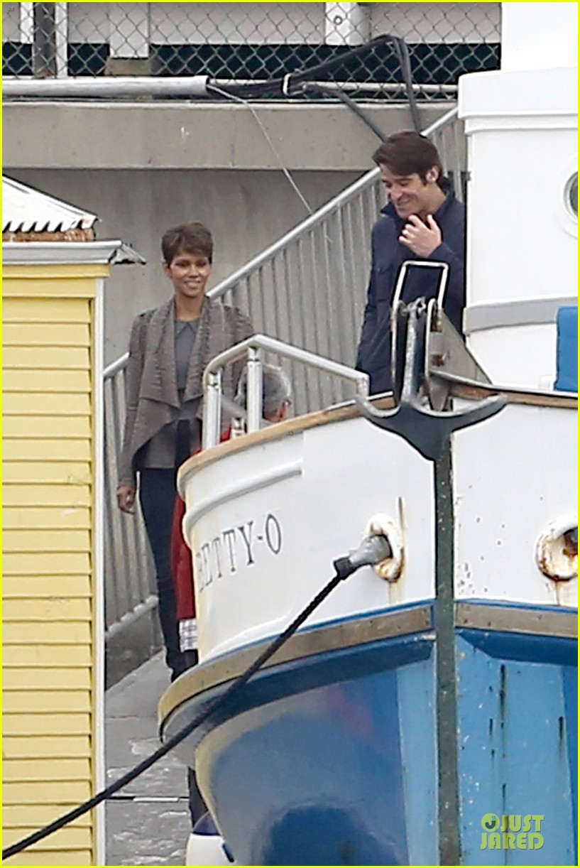 halle berry goran visnjic pda for extant 153078537