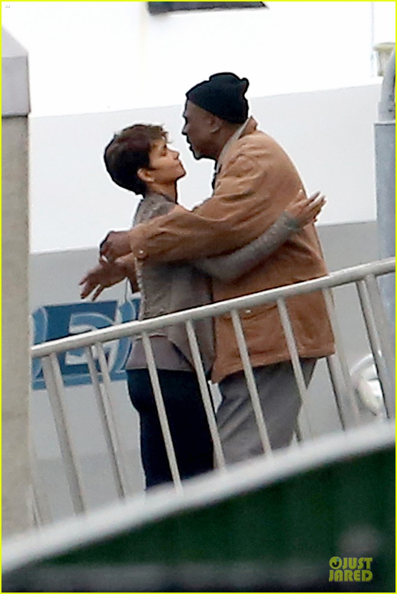 halle berry goran visnjic pda for extant 183078540