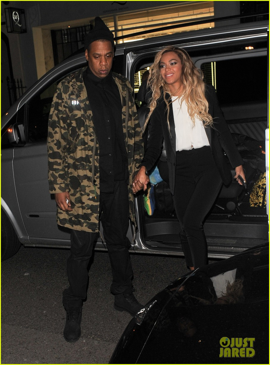 beyonce jay z hold hands after mrs carter show in london 033066724