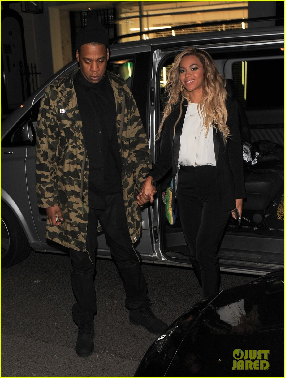 beyonce jay z hold hands after mrs carter show in london 053066726
