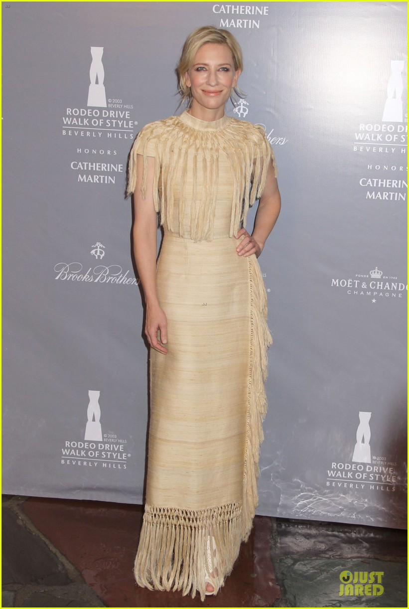 cate blanchett dons two different dresses at rodeo drive awards giorgio armani celebration 01