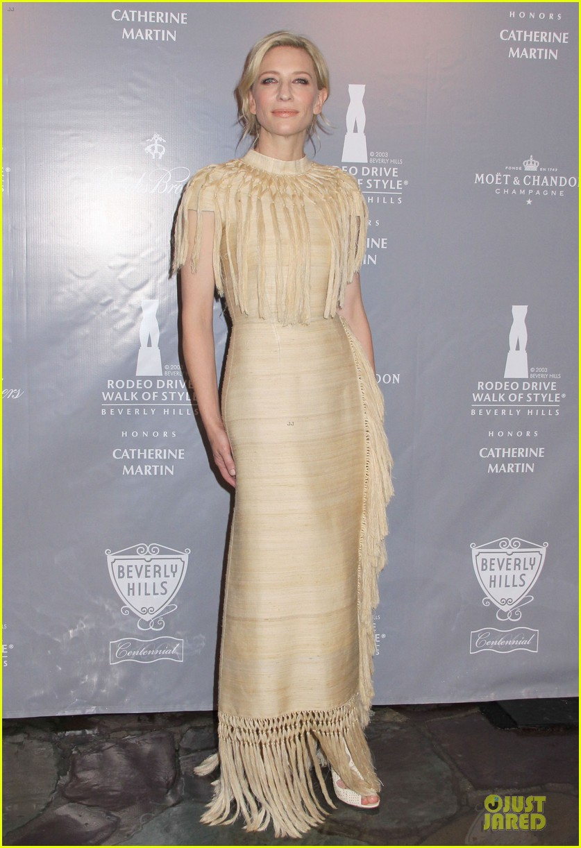 cate blanchett dons two different dresses at rodeo drive awards giorgio armani celebration 073062804